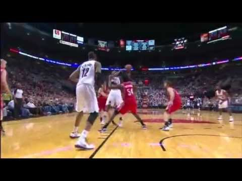 LaMarcus Aldridge with powerful dunk on the Rockets