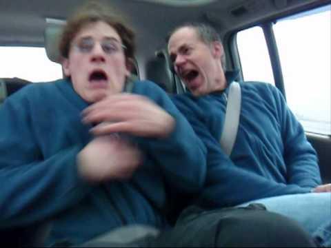 當朋友在車上睡覺的時候,你就應該這樣做!!