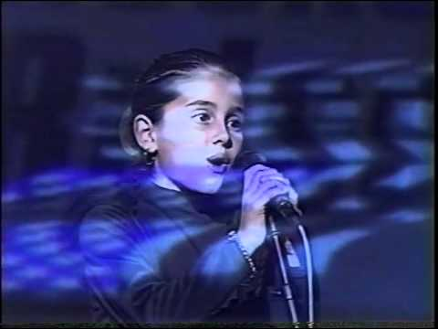 Ariana Grande at 8 years old singing National Anthem - Thời lượng: 2 phút, 8 giây.