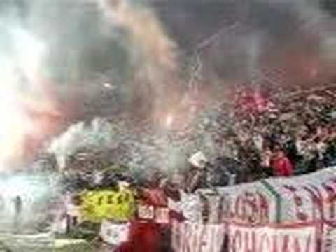 Impresionante salida de Estudiantes en Montevideo - Los Leales - Estudiantes de La Plata