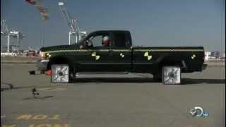מה קורה כאשר רכב נוסע על גלגלים מרובעים?