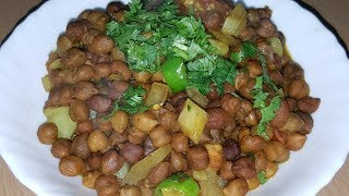 Ingredients:Black chanay 1cup[soaked overnight and  boiled],onion 1 chopped,tomato 1 chopped,potato 1 boiled and cut into cubes,imli/tamarind pulp 4 tb sp,salt to taste, curry leaves few,crush red chilli 1 tbsp,cumin whole 1 tbsp,oil 2 tb sp, turmeric 1/2 tsp,corriander 1/2 bunch, green chilli 3.