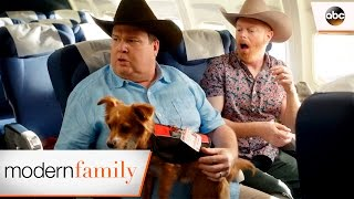 Video Mitch and Cam are Lost at the Airport - Modern Family 8x18 MP3, 3GP, MP4, WEBM, AVI, FLV Maret 2019