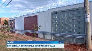 DER instala guard rail barrando acesso a ruas e casas, moradores protestam e prefeitura retira