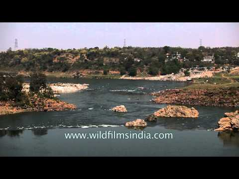 Video Narmada river at Bhedaghat, Jabalpur download in MP3, 3GP, MP4, WEBM, AVI, FLV January 2017