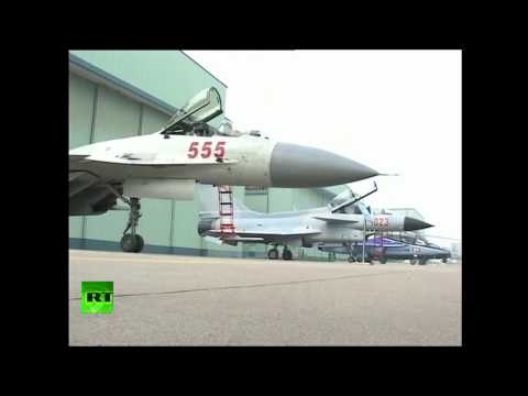 China presenta su cazabombardero naval