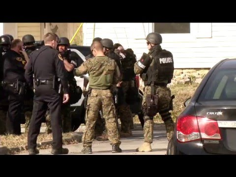 Police and SWAT surround home in central Springfield: Dustin Hodges reports