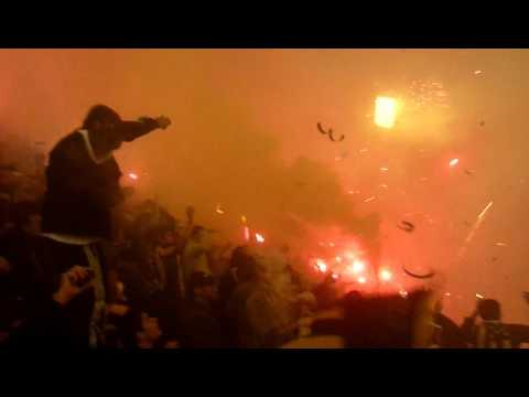 Impresionante!!!!!!! Recibimiento Peñarol Vs. Velez (1-0) - Barra Amsterdam - Peñarol - Uruguay - América del Sur
