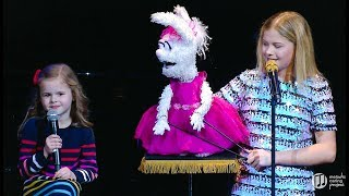 Video 6-YEAR-OLD CLAIRE SINGS ON STAGE WITH AGT WINNER DARCI LYNNE MP3, 3GP, MP4, WEBM, AVI, FLV Mei 2019