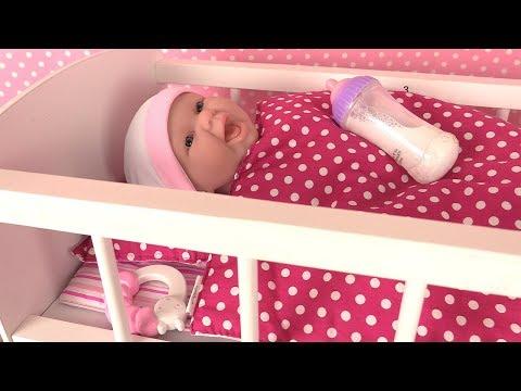 Play doh - Poupon Newborn Mange sa Purée Accessoires Lit de bébé et Armoire Jouets