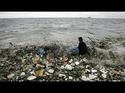 Νταβός: Περισσότερα τα πλαστικά από τα ψάρια στη θάλασσα έως το 2050!