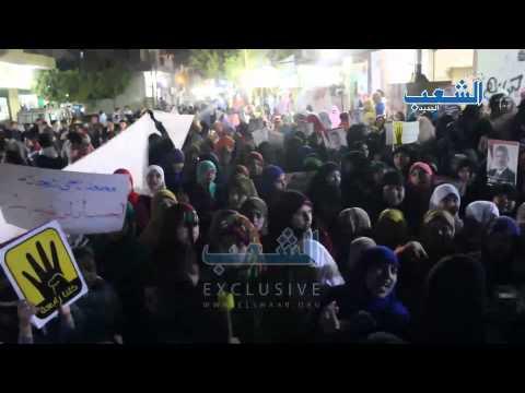 طفل يشعل مسيرة أولتراس مصر سياسي على ضوء الشماريخ