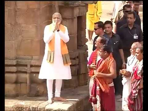 PM Shri Narendra Modi offers prayers at Lingaraja Temple in Bhubaneswar, Odisha : 16.04.2017