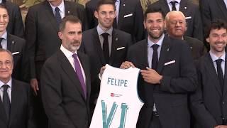 S.M. el Rey recibe a una representación del equipo de baloncesto del Real Madrid