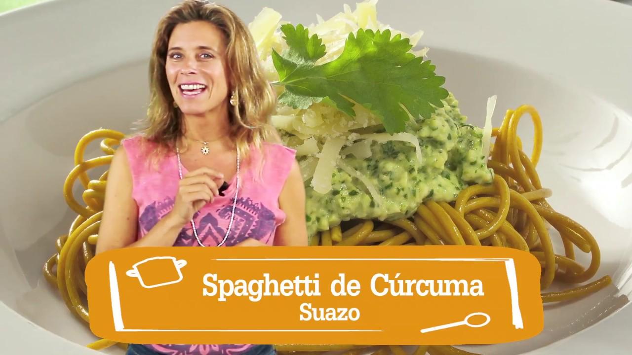 Spaghetti cúrcuma con pesto de palta