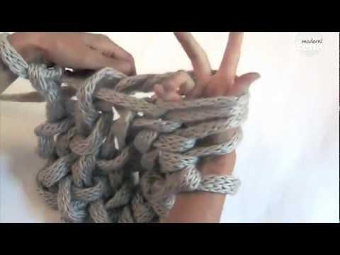 Вязание на руках модели