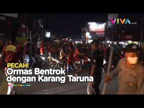 RICUH! Ratusan Massa Ormas Bentrok di Jalan Raya Cikarang