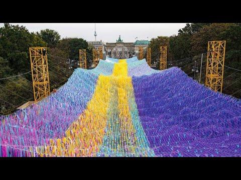 Berliner Kunstinstallation zum Mauerfall: »Visions in Motion«