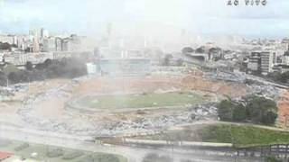 Anel superior do estádio é implodido: veja o momento exato Top ring of the stadium is imploded: see the exact momentImplosion of the New Source Complete Bahia Salvador 2014 World Cup