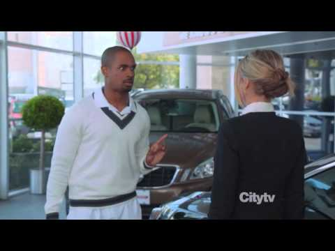 Damon Wayan Jr as a Trophy Wife (Happy Endings)