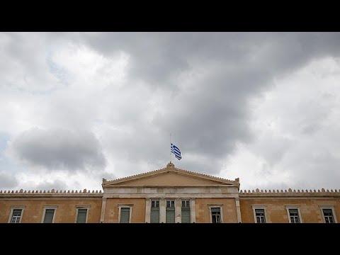 Μεσίστιες οι σημαίες σε όλα τα δημόσια κτήρια της Ελλάδας…