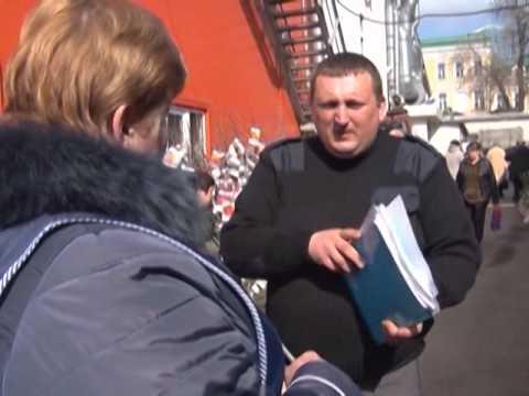 Проверка инспекторами Россельхознадзора саженцев на центральном рынке города  Ростова-на-Дону.
