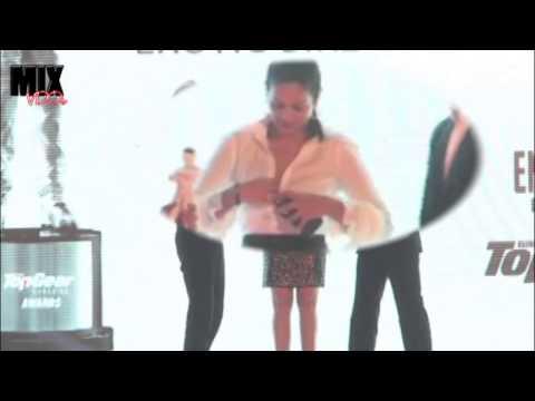 Anjana Sukhani Wardrobe Malfunction ON STAGE