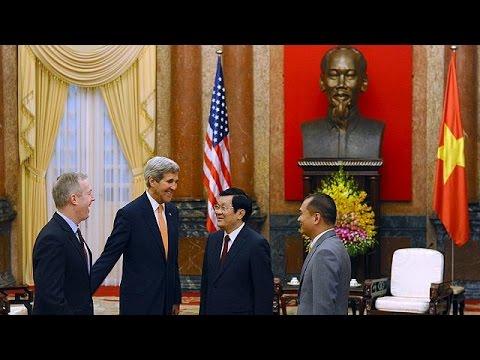 Επίσημη επίσκεψη του Τζον Κέρυ στο Βιετνάμ