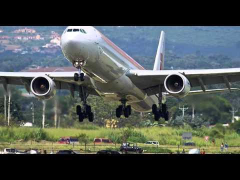 atterraggio da brividi: l'aereo atterra a pochi centimetri da terra!