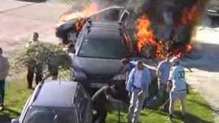 Szacun dla takich sąsiadów! Wspólnymi siłami ratują samochód przed spaleniem – Ząbki!