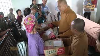 Quỹ từ thiện Đạo Phật Ngày Nay tặng quà cho đồng bào miền Trung trong bão số 10