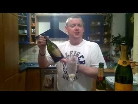 Blog #02 - Beef ochutnává šampaňské ve svém domácím sklípku.