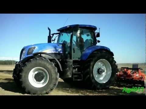 T7060 - Erpicatura per semina di riso il 16 Maggio 2012 con un New Holland T7060 Power Command e un erpice rotante Maschio. Il New Holland, 195 cv di minima e 244 co...