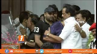 Video Kollywood Stars Pays Last Respect To DMK Chief Karunanidhi at Rajaji Hall | Chennai | iNews MP3, 3GP, MP4, WEBM, AVI, FLV Agustus 2018