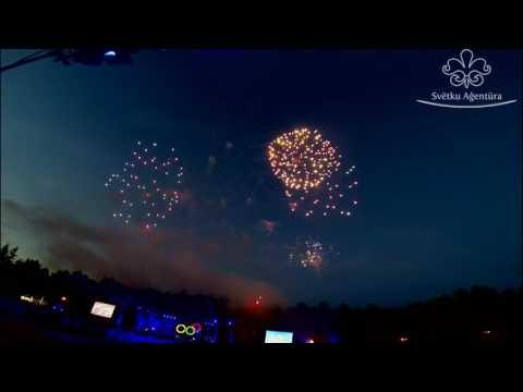 Latvijas IV olimpiādes Valmierā atklāšanas ceremonijas uguņošana