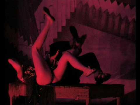 spektakli-s-golimi-artistami-video