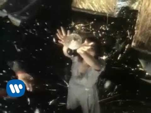 , title : 'Ligabue - Lambrusco e pop corn (Official Video)'