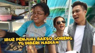 Video Ibu TUKANG BAKSO GORENG yang BERUNTUNG .. (merayakan hari pernikahan kita) MP3, 3GP, MP4, WEBM, AVI, FLV Juli 2019