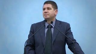 Marius Livanu – Văd un vegheator.