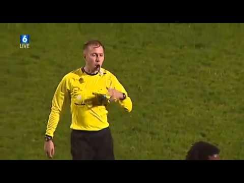 l'arbitro più pazzo del mondo regala un goal immaginario!