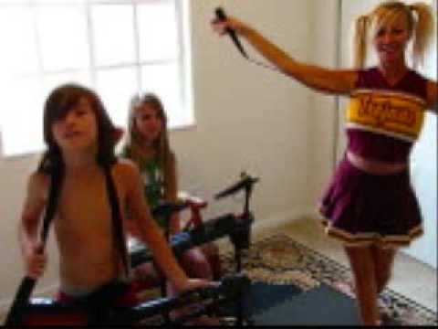 PORN STAR CHEERLEADER TRIES OUT FOR BAND (видео)