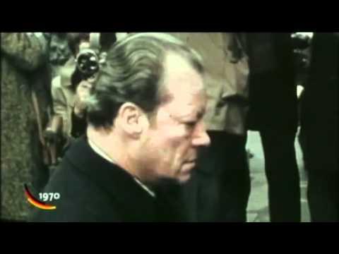1970 12 07 Willy Brandt kniet in Warschau nieder