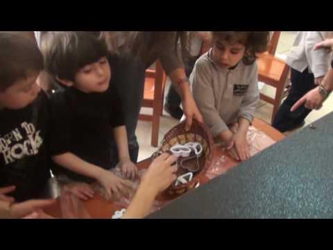 نشاط صناعة الحلوى لأطفال روضة المركز الفئة الثالثة