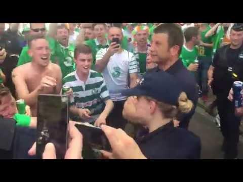 Les fans de l'Irlande draguent une policière française