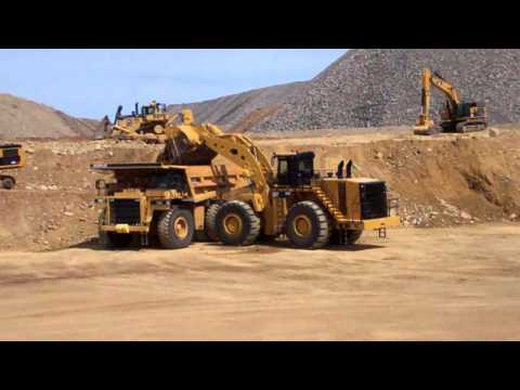 Video Caterpillar 993K loads a 785 haul truck download in MP3, 3GP, MP4, WEBM, AVI, FLV January 2017