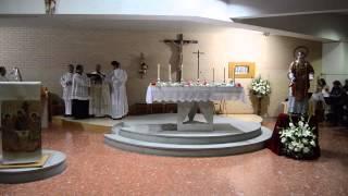 El obispo de Cáceres bendice una imagen de san Josemaría