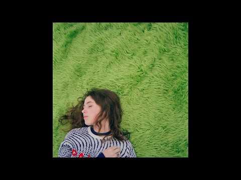 Clairo - Hello? (feat. Rejjie Snow) (видео)