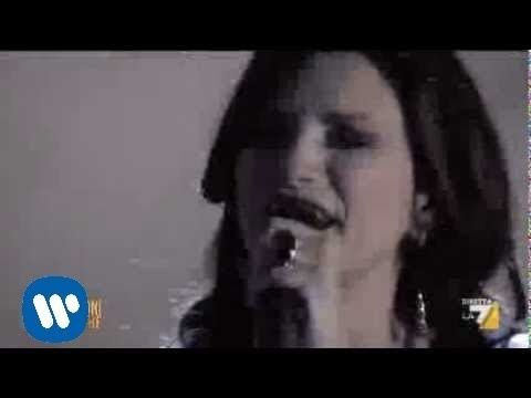 """, title : 'Laura Pausini canta """"Dove resto solo io"""" ospite de """"Le Invasioni Barbariche""""'"""