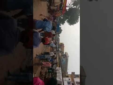 अब योगी युग में ललितपुर पुलिस को महिलाओं ने पीटा चप्पलों से, देखें वीडियो