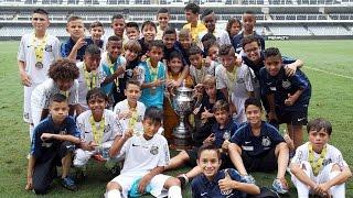 O Santos FC ficou com o segundo lugar do Campeonato Paulista Sub-11. Depois de perderem o primeiro duelo diante do Palmeiras por 1 a 0, os garotos do ...